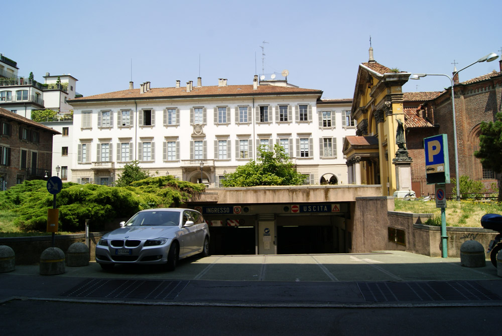 Piazza Borromeo (5/6)