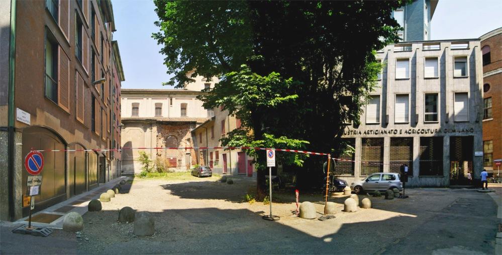 Piazza Santa Maria alla Porta (2/6)